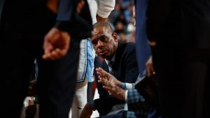 Hubert Davis slides over on bench to succeed Roy Williams